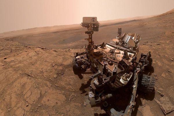 Selfie pris par Curiosity, le vaisseau spatial de la NASA, le 11 octobre 2019, lors de son 2553ème sol, c'est à dire jour martien.