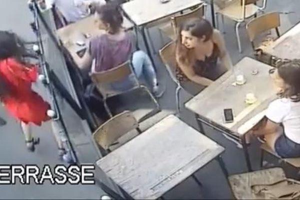 Une jeune femme frappée au visage à Paris, le 24 juillet 2018.