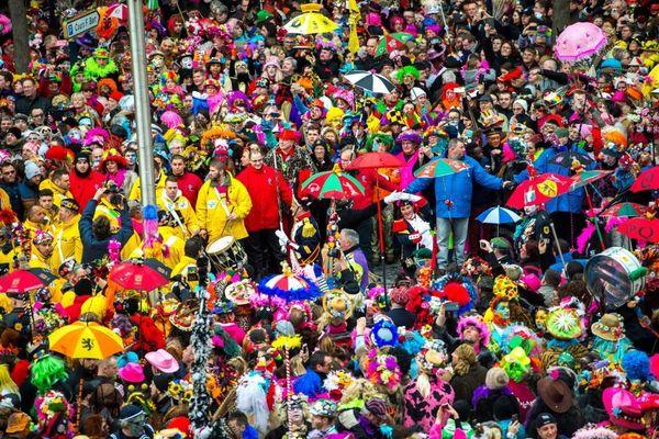 Illustration de la foule réunie en 2017 pendant le carnaval de Dunkerque.