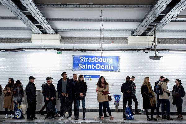 Des voyageurs à la station Strasbourg Saint-Denis, le 10 janvier (illustration).