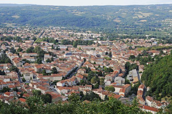 Mazamet dans le Tarn compte 10 013 habitants.
