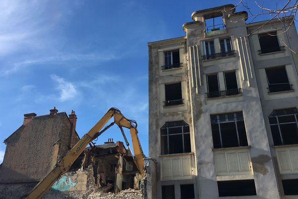 A Aurillac, les anciens bâtiments de l'îlot des frères Charmes sont en cours de démolition. De quoi donner un nouveau visage au centre-ville.