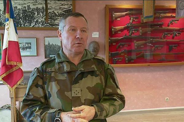 Le Commandant Gilles Lillo, gouverneur zone Nord-Est de l'Armée de Terre est venu visiter le 35ème Régiment d'Infanterie de Belfort.