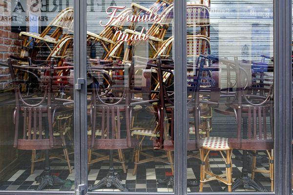 Un restaurant fermé, pendant l'épidémie de Covid-19 en France.