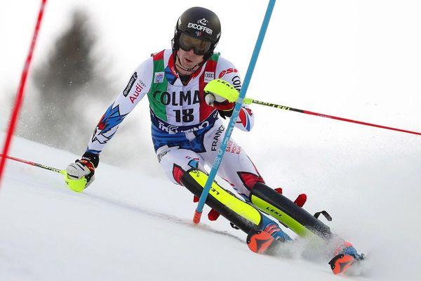 Le Français Clément Noël lors de la 1ère manche du slalom de la Coupe du monde de ski alpin FIS à Madonna di Campiglio, en Italie, le 22 décembre 2018