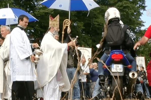 Plus de 15 000 motards sont venus faire bénir leur fidèle destrier au pardon de Porcaro (56)
