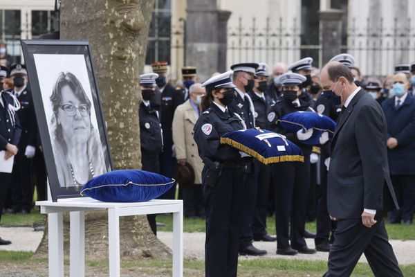 Hommage national à la fonctionnaire de police Stéphanie Monfermé, Rambouillet, 30 avril 2021.