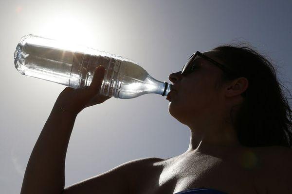 Il faut s'hydrater en cas de fortes chaleurs