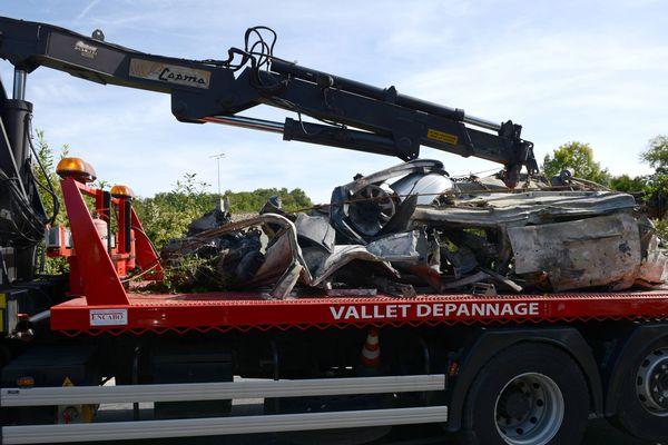 Ce qu'il restait du véhicule carbonisé après le choc d'une extrême violence.