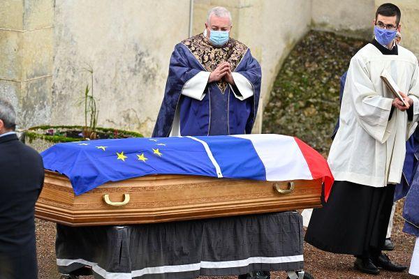 Les obsèques de l'ancien président Valéry Giscard d'Estaing se sont déroulées ce samedi 5 décembre dans la stricte intimité familiale.