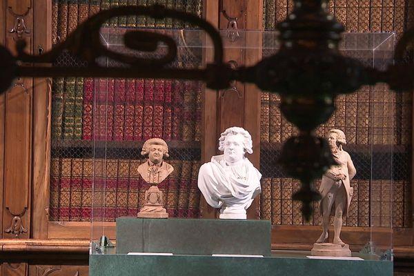 La bibliothèque du musée de la Révolution française, au château de Vizille, abrite quelques 4 000 ouvrages centenaires.