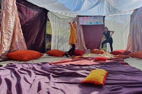 """Un """"palace trampoline"""" pour égayer l'anniversaire en confinement de Louna, 11 ans le 8 avril."""