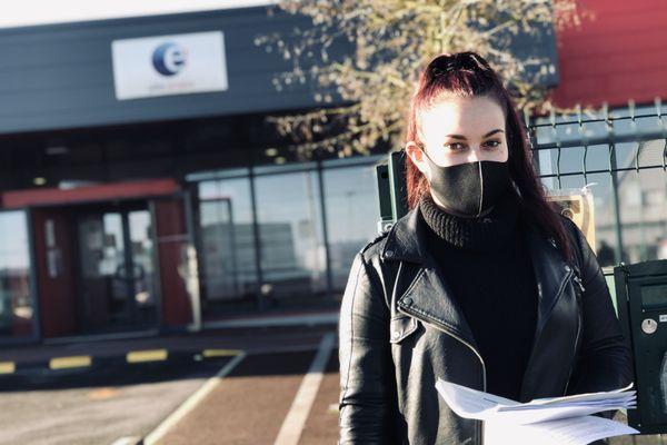 Léa, 22 ans, ex serveuse au Buffalo Grill, a sollicité Pôle emploi pour la première fois après avoir perdu son job pendant le second confinement.