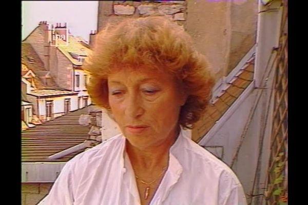 L'artiste Peintre Simonne Point dite Daisy sur le balcon de son atelier en 1985.