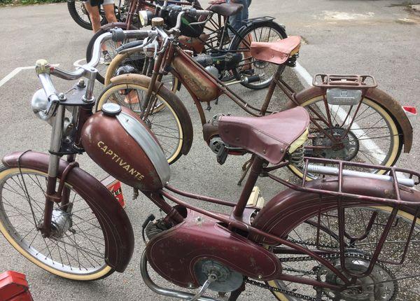 Des vélomoteurs plutôt vintage et donc très tendance