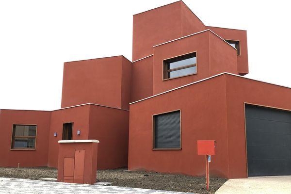 La maison Afrique dispose de deux étages. Chaque bloc correspond à une pièce de vie.