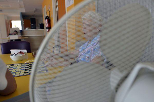 En période de canicule, les climatiseurs ne peuvent pas être allumés dans les espaces collectifs en raison du risque de transmission du Covid-19.