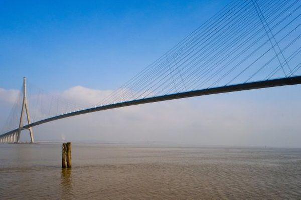 Le Pont de Normandie entre nuages et clarté, ce dimanche