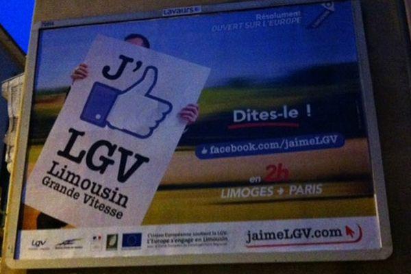 """Une affiche incitant les Limousins à """"aimer"""" la LGV Limoges-Poitiers sur Facebook est actuellement diffusée notamment à Limoges"""