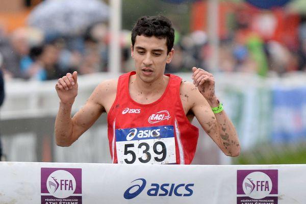 Hassan Chahdy, champion de France Cross Long Elite aux championnats de France de Cross Country à l'Hippodrome du Mans (72)