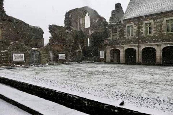 L'abbaye de Bon Repos (Côtes d'Armor) sous la neige ce mardi 9 février 2021