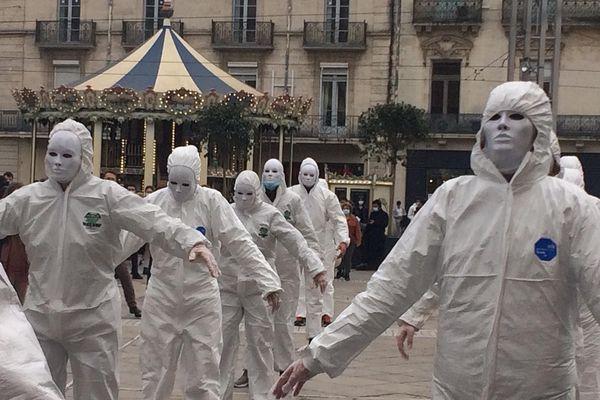 """Déambulation à Montpellier pour alerter sur l'impact des mesures sanitaires """"déshumanisantes""""."""