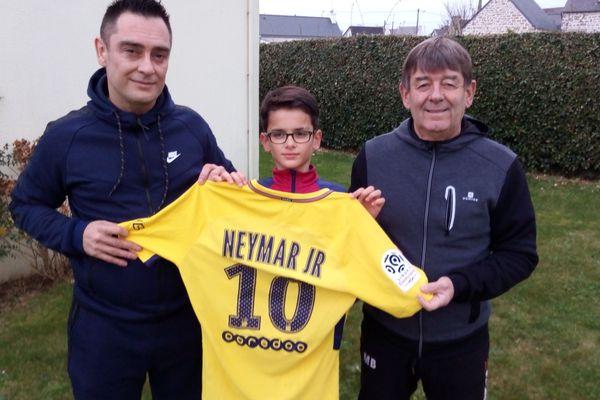 Porté par Neymar pendant la 2e mi-temps du match PSG-SRFC samedi 16 décembre, le maillot jaune fait la fierté de Muco29.