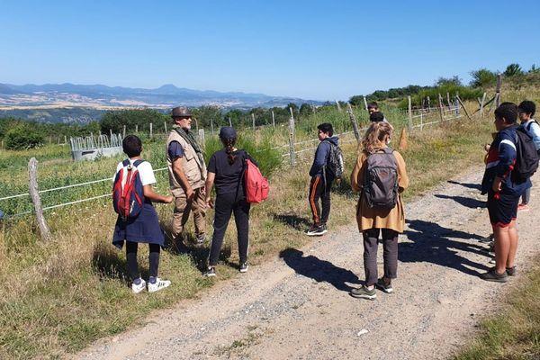 Près d'Issoire, dans le Puy-de-Dôme, des enfants partent en vacances grâce à l'action du Secours Populaire.