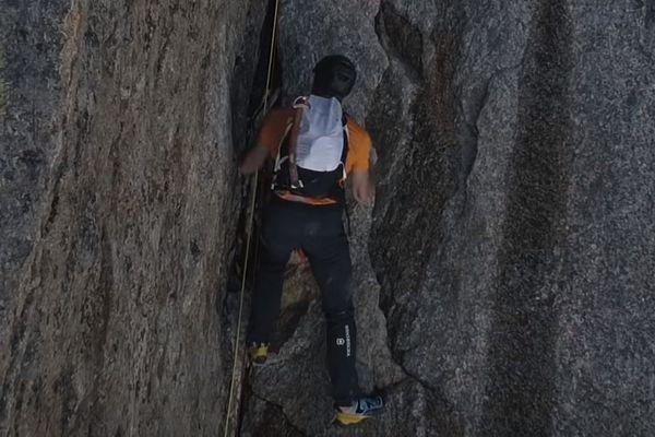 Dani Arnold lors de son ascension.