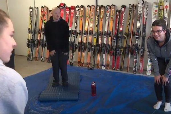 A Corenc, l'association Cémavi continue de donner des cours de sport aux personnes handicapées, dans un garage.