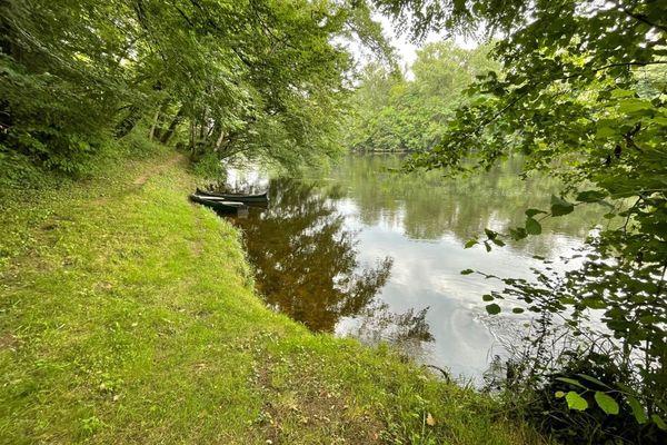 C'est sur cette rive isolée de la Dordogne que ce terrible fait divers se serait produit le samedi 24 juillet 2021