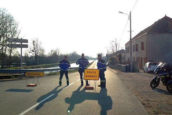 C'est dans le canal du Centre, à Ciry-le-Noble, que la voiture a été repêchée avec à son bord les corps de Sophie Zizzutto et de ses deux enfants.