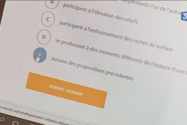 Au lycée Montaigne, les élèves de terminale s'entraînent pour le bac grâce à des questionnaires sur tablettes.