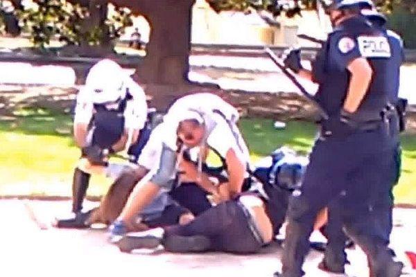 Montpellier - des manifestants et des policiers s'affrontent dans les jardins du Peyrou en marge de la manifestation contre la Loi Travail - 15 septembre 2016.