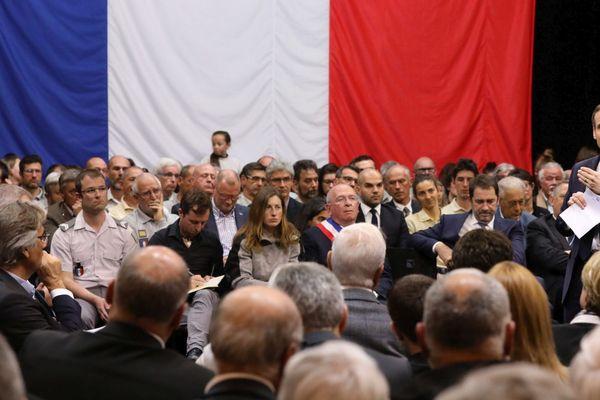 Grand débat d Emmanuel Macron, président de la république, dans la salle de l' Etoile à Gréoux les Bains
