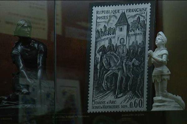 L'un des nombreux objets à l'effigie de Jeanne d'Arc présentés à l'Historial de Rouen.