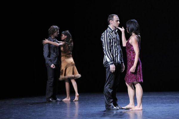 Les danseurs en pleine représentation.