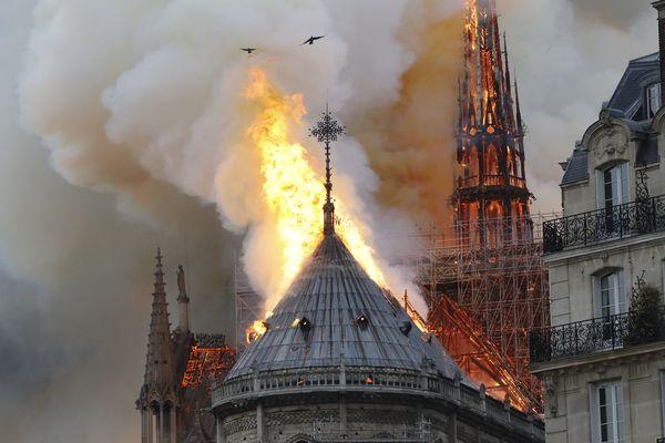 Un violent incendie a ravagé la toiture de Notre-Dame de Paris ce lundi.