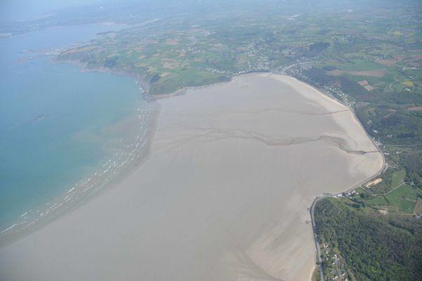 Les reconnaissances aériennes du CEVA permettent de repérer les échouages de'algues vertes, peu présent cette année