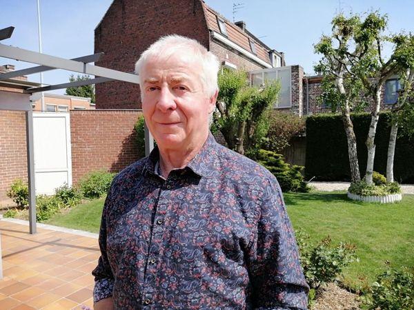 Le Dr Bernard Decanter chez lui à Tourcoing.