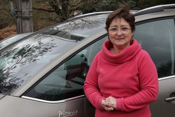 Sylvie Gillet, 48 ans, est moniteur logistique. Fille d'Alexis et Simone Gillet, collaborateurs à PSA La Janais, elle a été embauchée en 1982 en tant qu'ouvrière spécialisée.