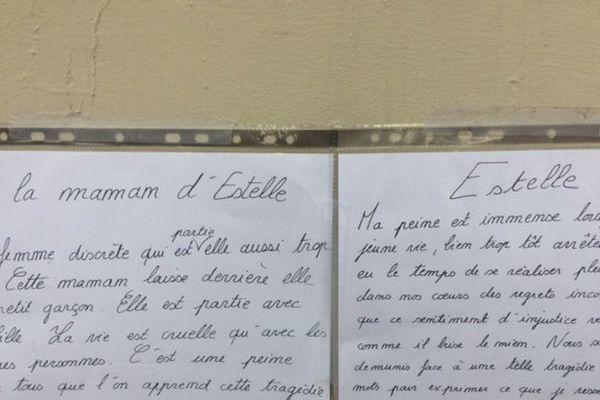 Un message manuscrit en mémoire des victimes.