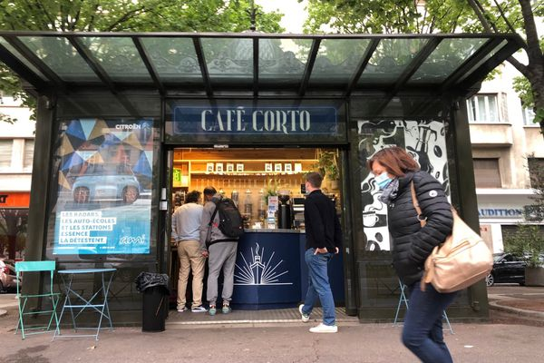 Le café Corto a ouvert ses portes il y a tout juste un an à Marseille dans un ancien kiosque à journaux.