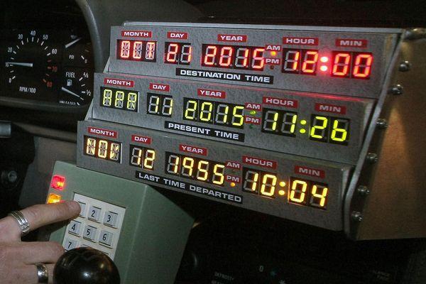 """Retour vers le futur"""" : Marty McFly et Doc Brown doivent débarquer du passé  dans notre présent ce mercredi 21 octobre 2015"""