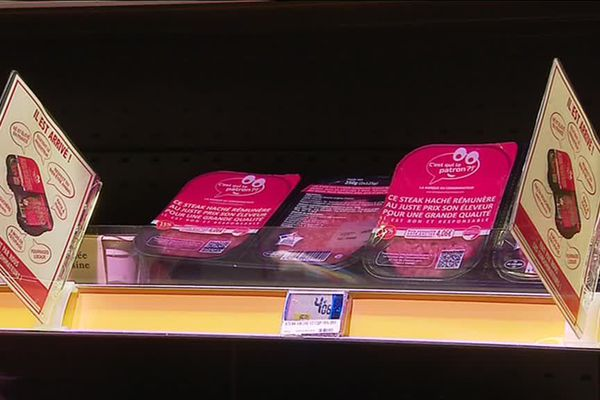 """""""Ce steak haché rémunère au juste prix son éleveur pour une grande qualité"""", indique l'emballage de ce steak pensé sur-mesure par les consommateurs."""