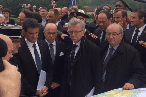 Manuel Valls et Bernard Cazeneuve à Montargis (Loiret) - 6 juin 2016