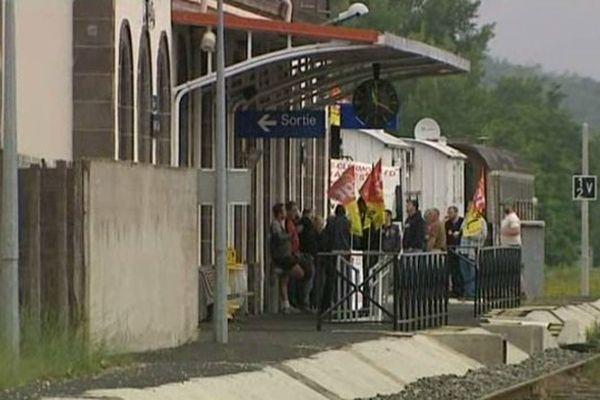 Les grévistes ont occupé la gare d'Arvant, en Haute-Loire, le mercredi 18 juin.