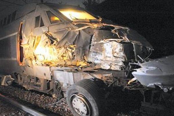 Difficile de dégager la voie à Sillé le Guillaume, après l'accident de train