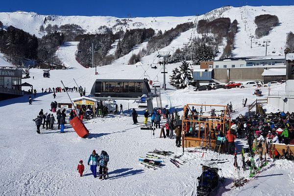 Les skieurs et autres amateurs de glisse étaient au rendez-vous ce samedi 10 février à Super Besse dans le Puy-de-Dôme