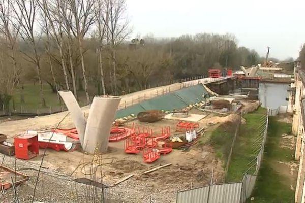 Les piles de ce futur pont sur la Dordogne viennent d'être coulées